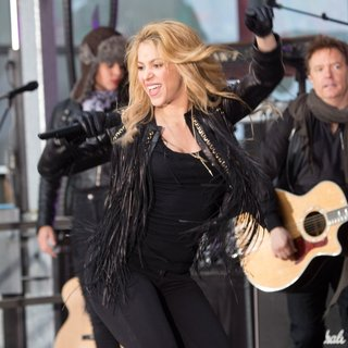 Shakira Performing Live on The Today Show as Part of NBC's Toyota Concert Series - shakira-performing-on-today-10
