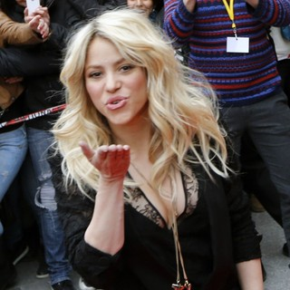 Shakira Promoting S by Shakira Perfume Launch - shakira-s-by-shakira-perfume-launch-04