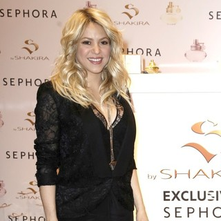 Shakira Promoting S by Shakira Perfume Launch - shakira-s-by-shakira-perfume-launch-08