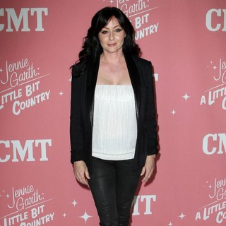 Shannen Doherty in Jennie Garth's 40th Birthday Celebration and Premiere Party for Jennie Garth: A Little Bit Country - shannen-doherty-jennie-garth-40th-birthday-03