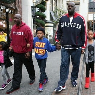 Shaquille O'Neal in Shaquille O'Neal and His Family Visit Santa