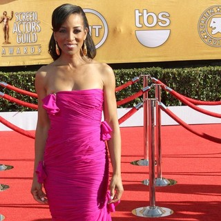 Shaun Robinson in The 18th Annual Screen Actors Guild Awards - Arrivals