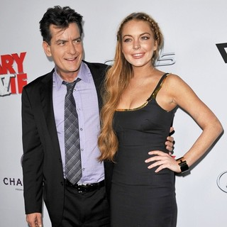 Charlie Sheen in Los Angeles Premiere of Scary Movie 5 - sheen-lohan-premiere-scary-movie-5-02