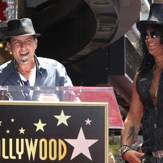 Charlie Sheen in Slash Honored with A Star on The Hollywood Walk of Fame - sheen-slash-slash-walk-of-fame-02