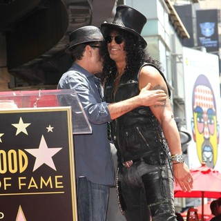 Charlie Sheen in Slash Honored with A Star on The Hollywood Walk of Fame - sheen-slash-slash-walk-of-fame-03