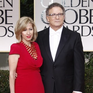 Kimberly Shlain, Albert Brooks in The 69th Annual Golden Globe Awards - Arrivals