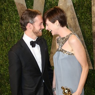 Adam Shulman, Anne Hathaway in 2013 Vanity Fair Oscar Party - Arrivals