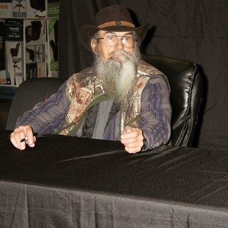 Si Robertson in Si Robertson Signs Copies of Book Si-Cology 1: Tales and Wisdom from Duck Dynasty's Favorite Uncle