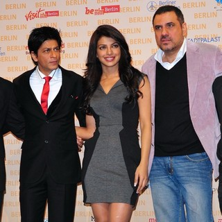Priyanka Chopra in A Press Conference for The Movie Don 2 - sidhwani-khan-chopra-irani-lukas-press-conference-don-2-01