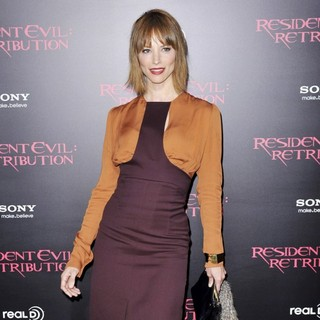 Sienna Guillory in Resident Evil: Retribution Los Angeles Premiere - Arrivals - sienna-guillory-premiere-resident-evil-retribution-01