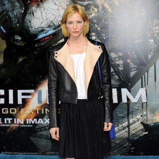 Sienna Guillory in European Premiere of Pacific Rim - Arrivals