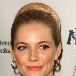 Sienna Miller in Sienna Miller Is Honored by International Medical Corps