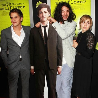 Johnny Simmons, Ezra Miller, Mae Whitman in The Los Angeles Premiere of The Perks of Being a Wallflower - Arrivals
