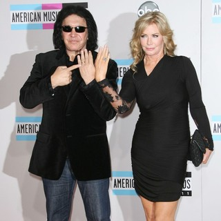 Gene Simmons, Shannon Tweed in 2011 American Music Awards - Arrivals