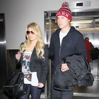 Jessica Simpson, Eric Johnson (II) in Jessica Simpson and Eric Johnson Arrive at LAX Airport