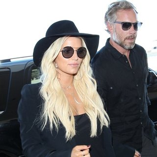 Jessica Simpson and Eric Johnson at Los Angeles International Airport