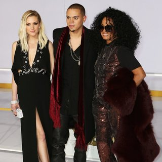 Ashlee Simpson, Evan Ross, Diana Ross in Los Angeles Premiere of The Hunger Games: Mockingjay, Part 1 - Arrivals