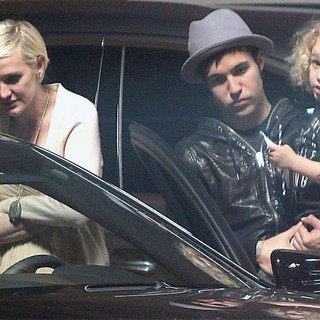Ashlee Simpson, Pete Wentz in Ashlee Simpson Chats with Meagan Camper in The Car Park at Jessica Simpson's Baby Shower