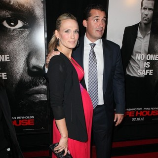 Molly Sims, Scott Stuber in The Safe House Premiere - Arrivals