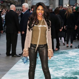 Sinitta in U.K. Premiere of Noah - Arrivals
