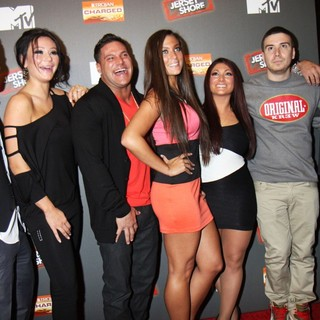 DJ Pauly D in Jersey Shore Season 6 Premiere Party - situation-jwoww-magro-giancola-nicole-guadagnino-pauly-d-premiere-jersey-shore-season-6-01