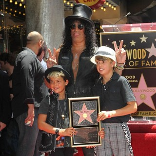 London Emilio Hudson, Slash, Cash Anthony Hudson in Slash Honored with A Star on The Hollywood Walk of Fame