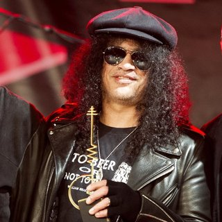 Slash - Slash Wins The Sena European Guitar Award 2014