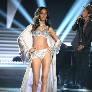 Joan Smalls, Bruno Mars in The 2012 Victoria's Secret Fashion Show - Inside