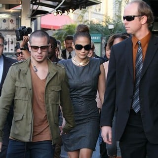 Casper Smart, Jennifer Lopez in The Grand Opening of Robert Earl's Planet Dailies-Mixology 101