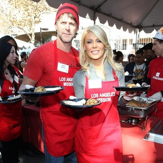 Slade Smiley, Gretchen Rossi in The LA Mission's Annual Thanksgiving for The Homeless