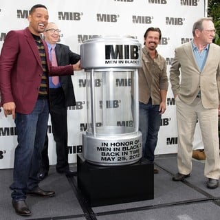 Will Smith, Barry Sonnenfeld, Josh Brolin, Tommy Lee Jones in Men in Black 3 Photocall