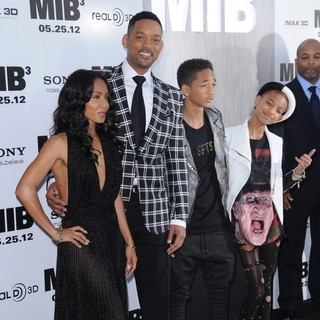 Jada Pinkett Smith, Will Smith, Jaden Smith, Willow Smith in Men in Black 3 New York Premiere - Arrivals