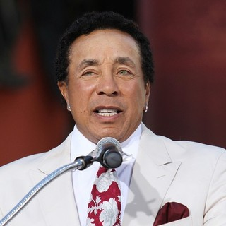 Smokey Robinson in Michael Jackson's Family and Children Immortalized Their Late Father in Cement