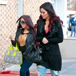 Snooki, JWoww in Snooki Was Snapped Sporting A Large Diamond Blinger While Walking Her Dog to Daycare