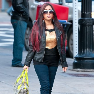Snooki Was Snapped Sporting A Large Diamond Blinger While Walking Her Dog to Daycare