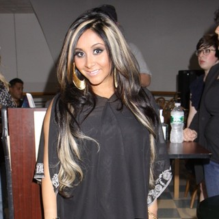 Snooki in Snooki Signs Copies of Her Third Book Gorilla Beach