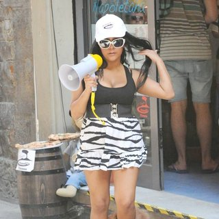 Snooki in Jersey Shore Cast Member Spends The Afternoon Working at The Local Pizza Shop