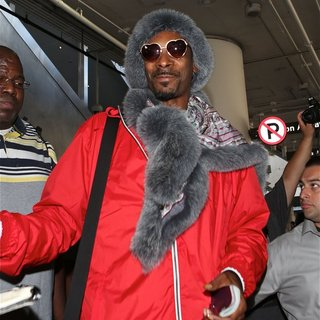 Snoop Dogg in Snoop Dogg Arrives at Los Angeles International Airport
