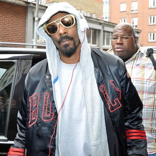 Snoop Dogg in Snoop Dogg Seen Arriving at The Back Door of The Morrison Hotel