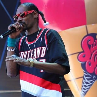 Snoop Dogg in Snoop Dogg Performing Live at Summadayze