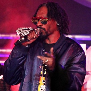 Snoop Dogg in Snoop Dogg Performing Live in Concert