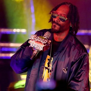 Snoop Dogg - Snoop Dogg Performing Live in Concert