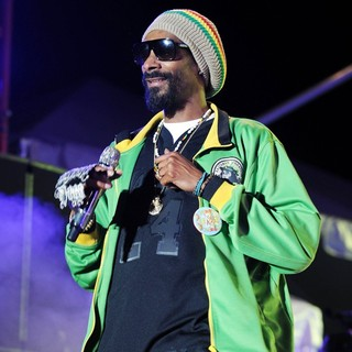 Snoop Dogg in Snoop Dogg Performing at Sunfest