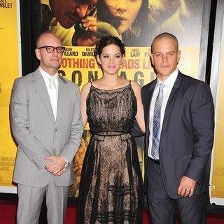 Steven Soderbergh, Marion Cotillard, Matt Damon in New York Premiere of Contagion - Arrivals