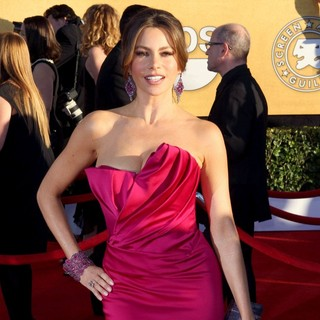 Sofia Vergara in The 18th Annual Screen Actors Guild Awards - Arrivals - sofia-vergara-18th-annual-screen-actors-guild-awards-01