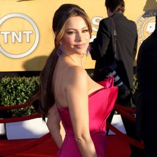 Sofia Vergara in The 18th Annual Screen Actors Guild Awards - Arrivals - sofia-vergara-18th-annual-screen-actors-guild-awards-03