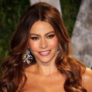 Sofia Vergara in 2012 Vanity Fair Oscar Party - Arrivals - sofia-vergara-2012-vanity-fair-oscar-party-02