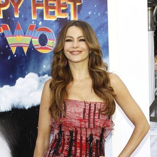 Sofia Vergara in World Premiere of Happy Feet Two - sofia-vergara-premiere-happy-feet-two-02