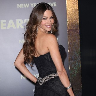 Sofia Vergara in Los Angeles Premiere of New Year's Eve - sofia-vergara-premiere-new-year-s-eve-05