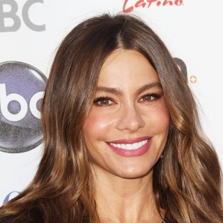 Sofia Vergara - Stand Up To Cancer 2012 - Arrivals